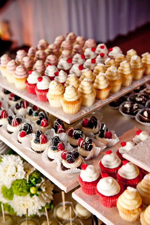 San Diego wedding photographer True Photography dessert table with mini cupcakes