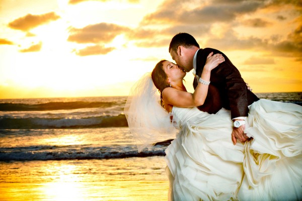 San Diego Wedding Photography: True Photography captures amazing photograph of bride and groom kissing on the beach during sunset in San Diego at Scripps Seaside Forum wedding