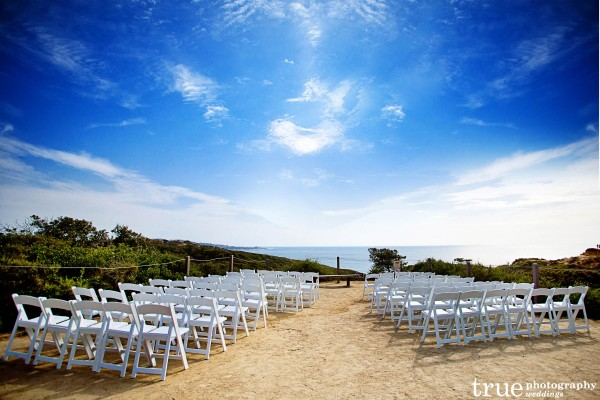 San Diego Wedding Photographer: Photo of Torrey Pines State Natural Reserve Wedding Ceremony overlooking the ocean