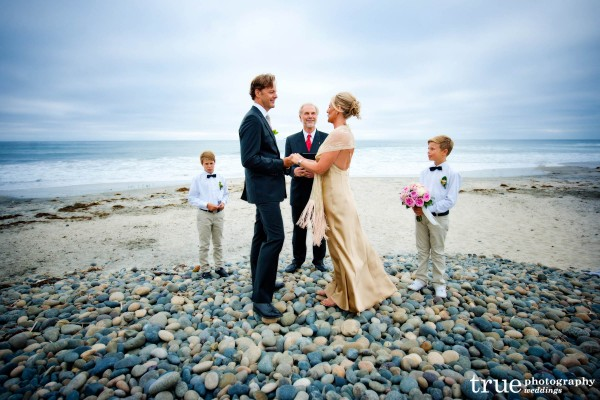 San Diego Wedding Photographer: San Diego beach wedding ceremony in San Diego