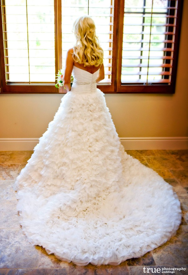 The White Flower Bridal-Boutique wedding dress by Martina Liana