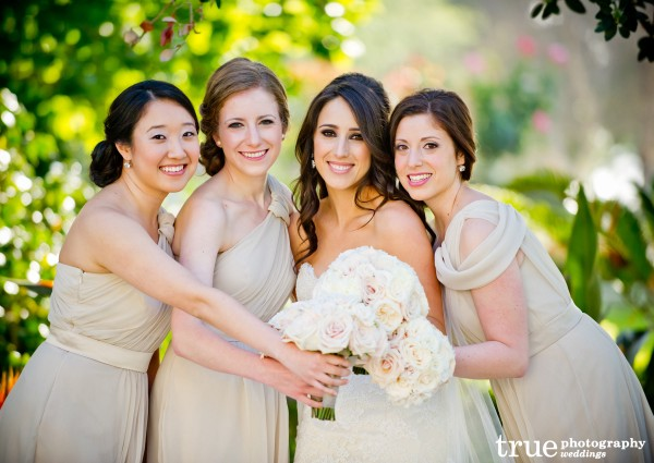 Bridesmaids-getting-ready-for-wedding-in-San-Diego