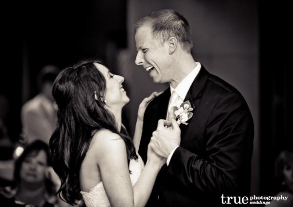 Bridesmaids-getting-ready-for-wedding-in-San-Diego