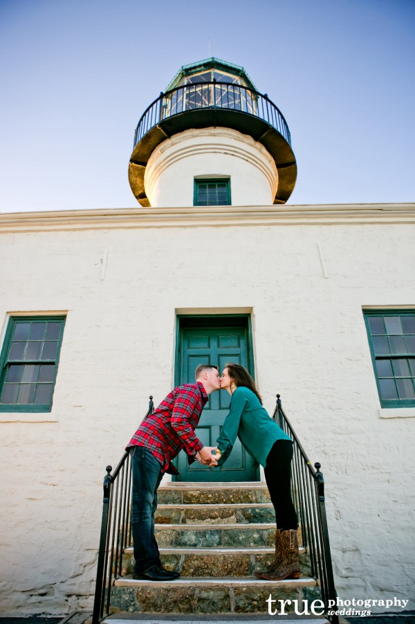 Beach-engagement-shoot-in-Point-Loma-Lighthouse
