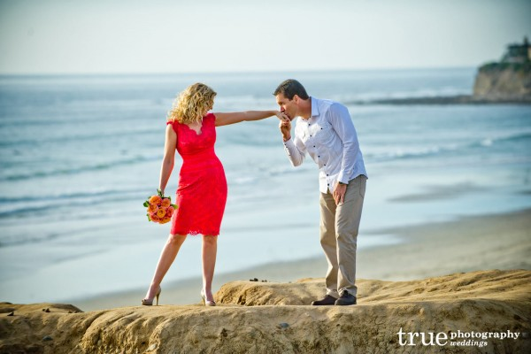 _Engagement-Photo-Shoot-on-the-Beach-San-Diego-