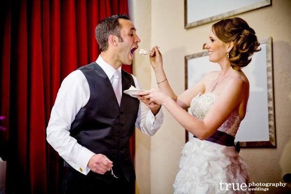 bride-groom-eating-cake