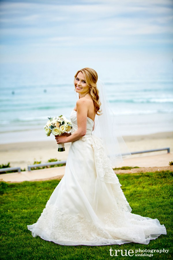 bridal-portrait-on-beach
