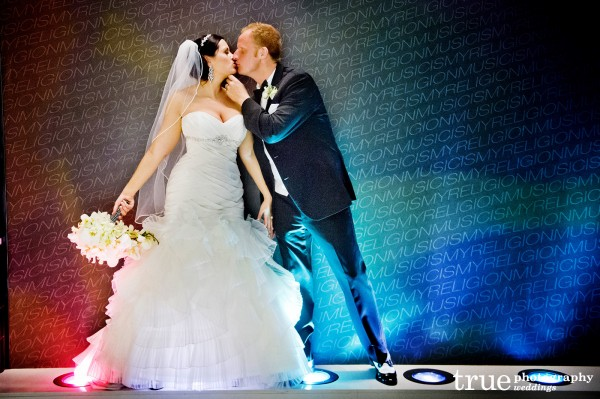 bride-groom-kiss-cool-lighting