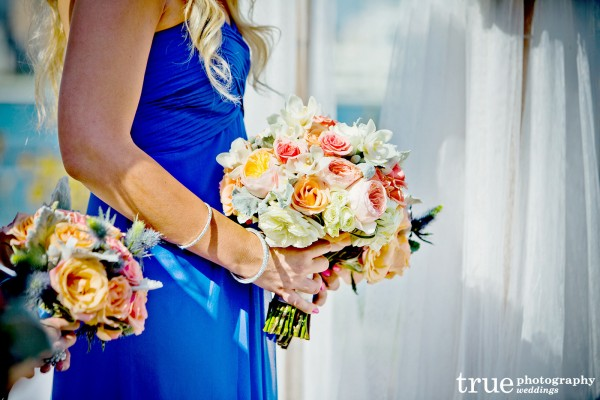 bridesmaid-flowers-closeup