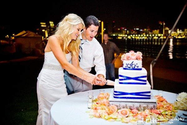 cutting-cake-bride-groom
