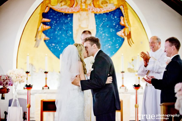 first-kiss-at-altar