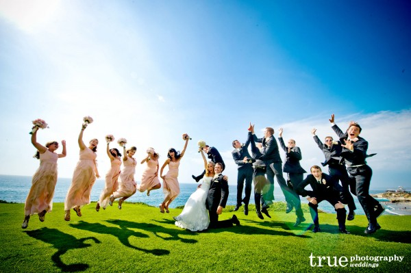 wedding-party-jumping