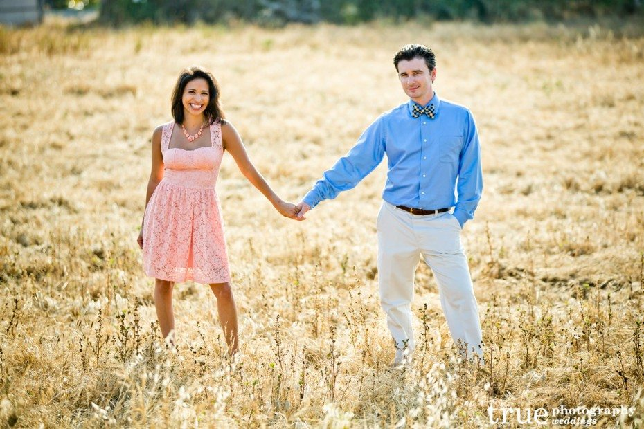Engagement-Photo-shoot-in-San-Diego-in-a-field-