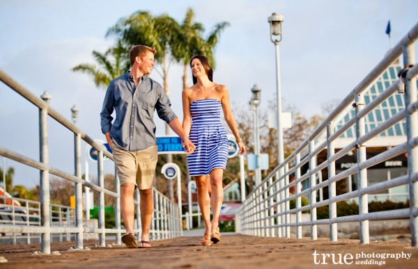 Engagement-Shoot-on-the-beach-in-Coronado-