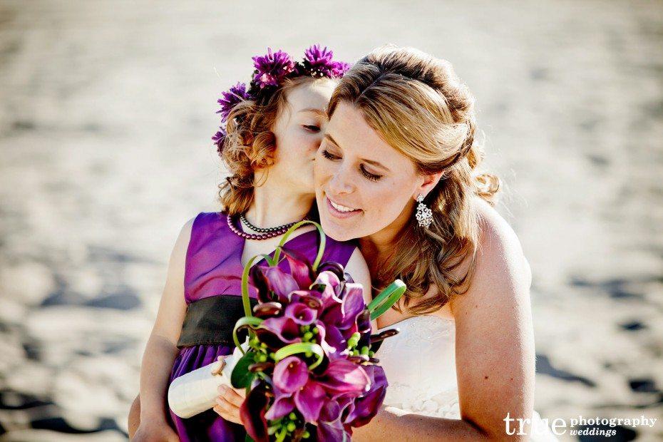 bride-flower-girl-kiss