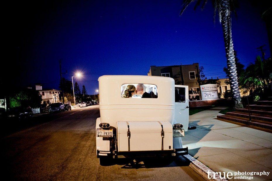 bride-groom-classic-car-kiss