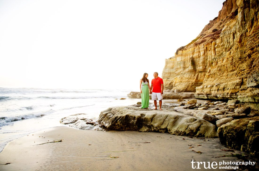 San-Diego-engagement-photo-shoot-on-the-beach