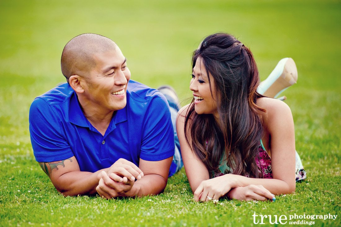 engagement-shoot-on-the-grass
