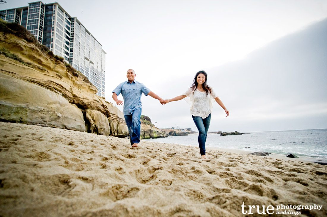 engagement-shoot-running-on-the-beach