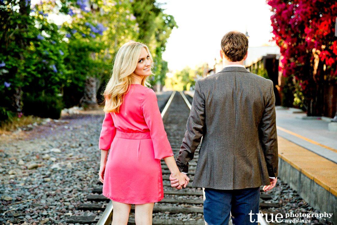 Engagement-photo-on-train-tracks