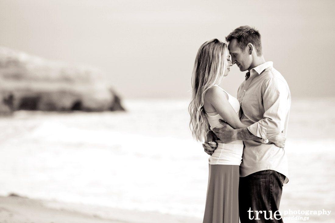 Sunset-Cliffs-Engagement-Photos-