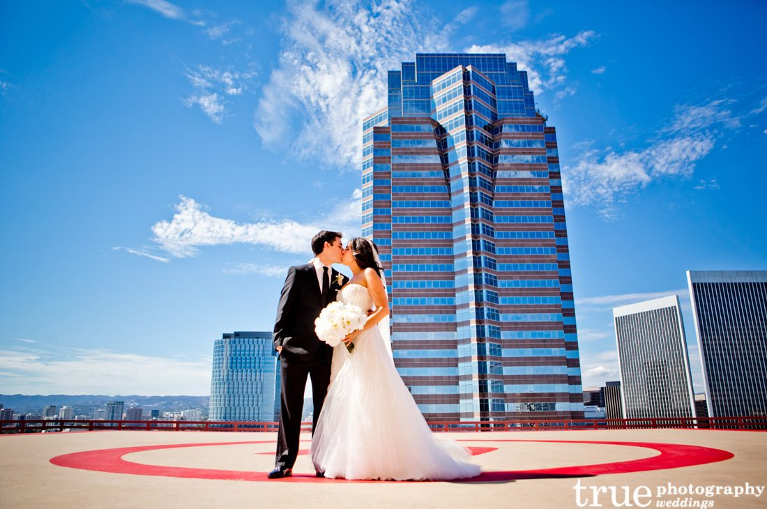 kissing-on-top-of-building