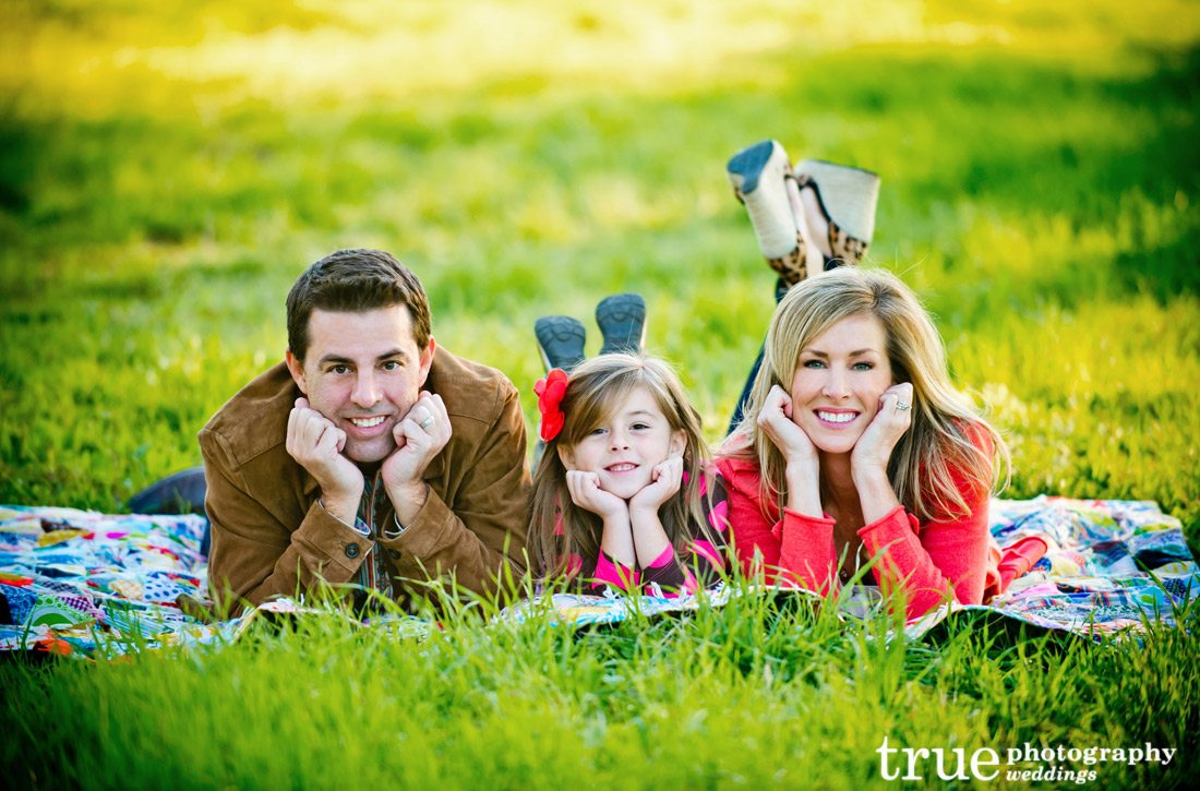 Cute-family-photo-shoot-for-holidays