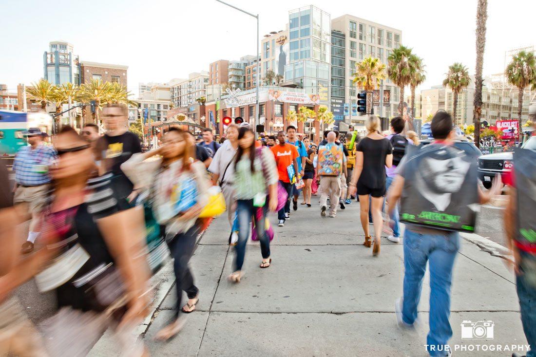 Comic-Con 2014 Day 1 walking through the crowd