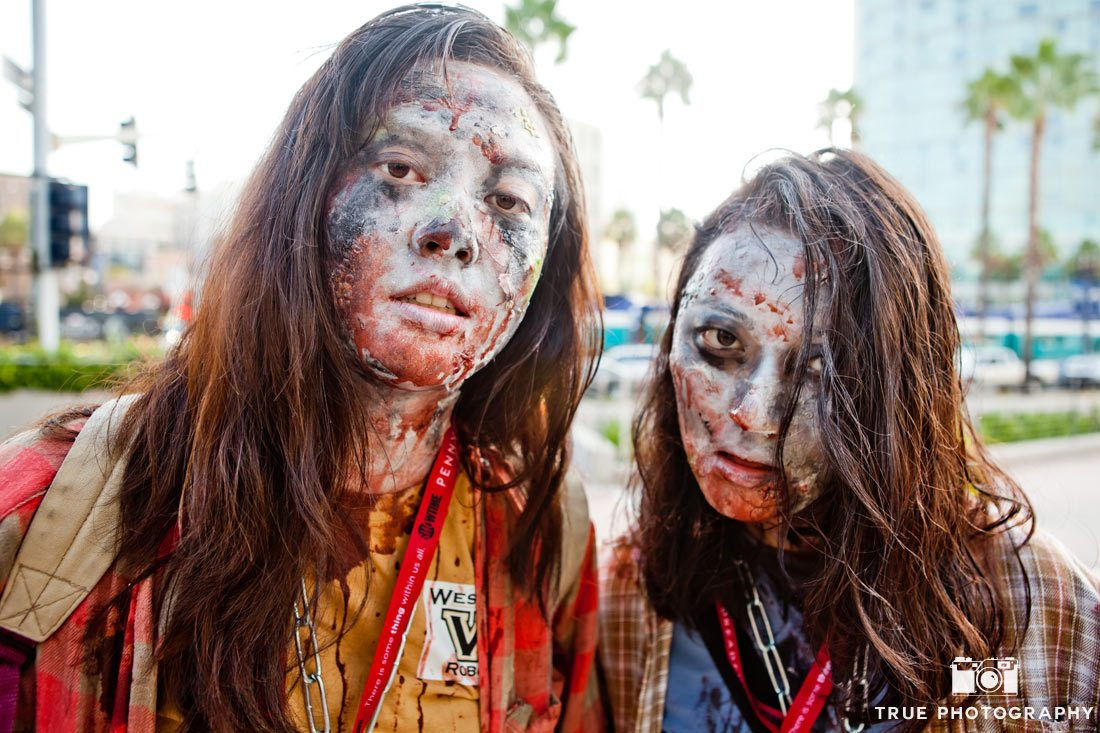 Comic-con 2014 walking dead zombies close up