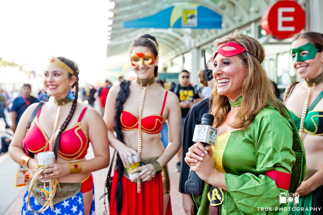 Comic-con 2014 local newscaster costumes ninja turtle