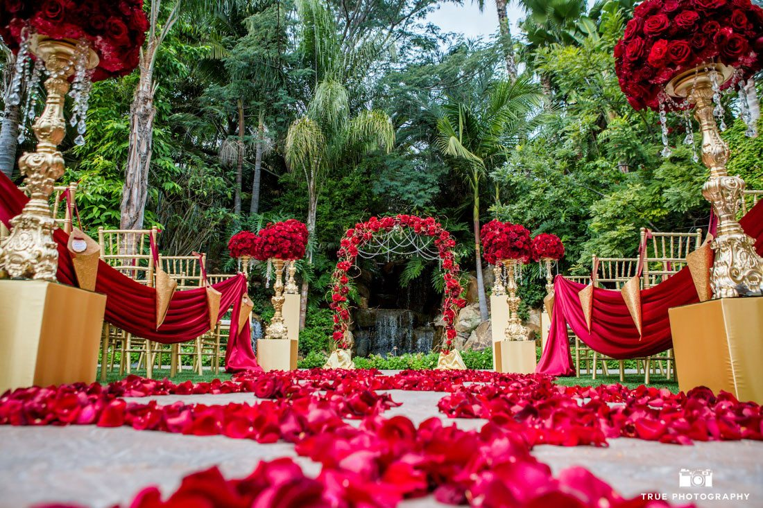 Red Roses at ceremony site at the Grand Tradition