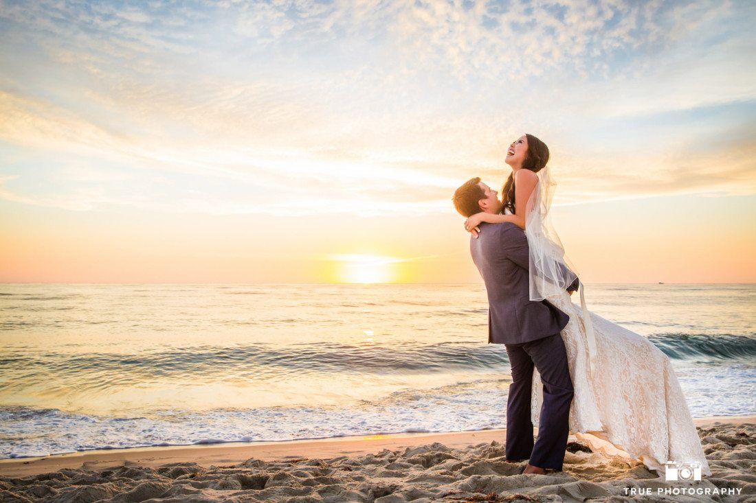 Sunset wedding photo in La Jolla, California