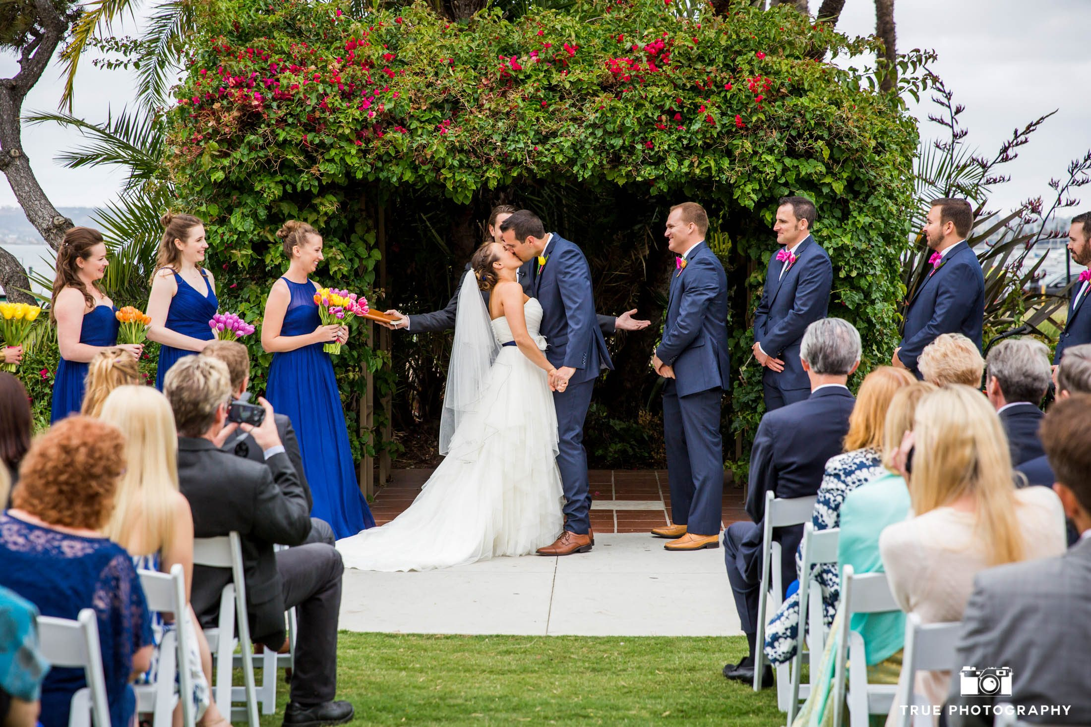 Kiss at the wedding arbor