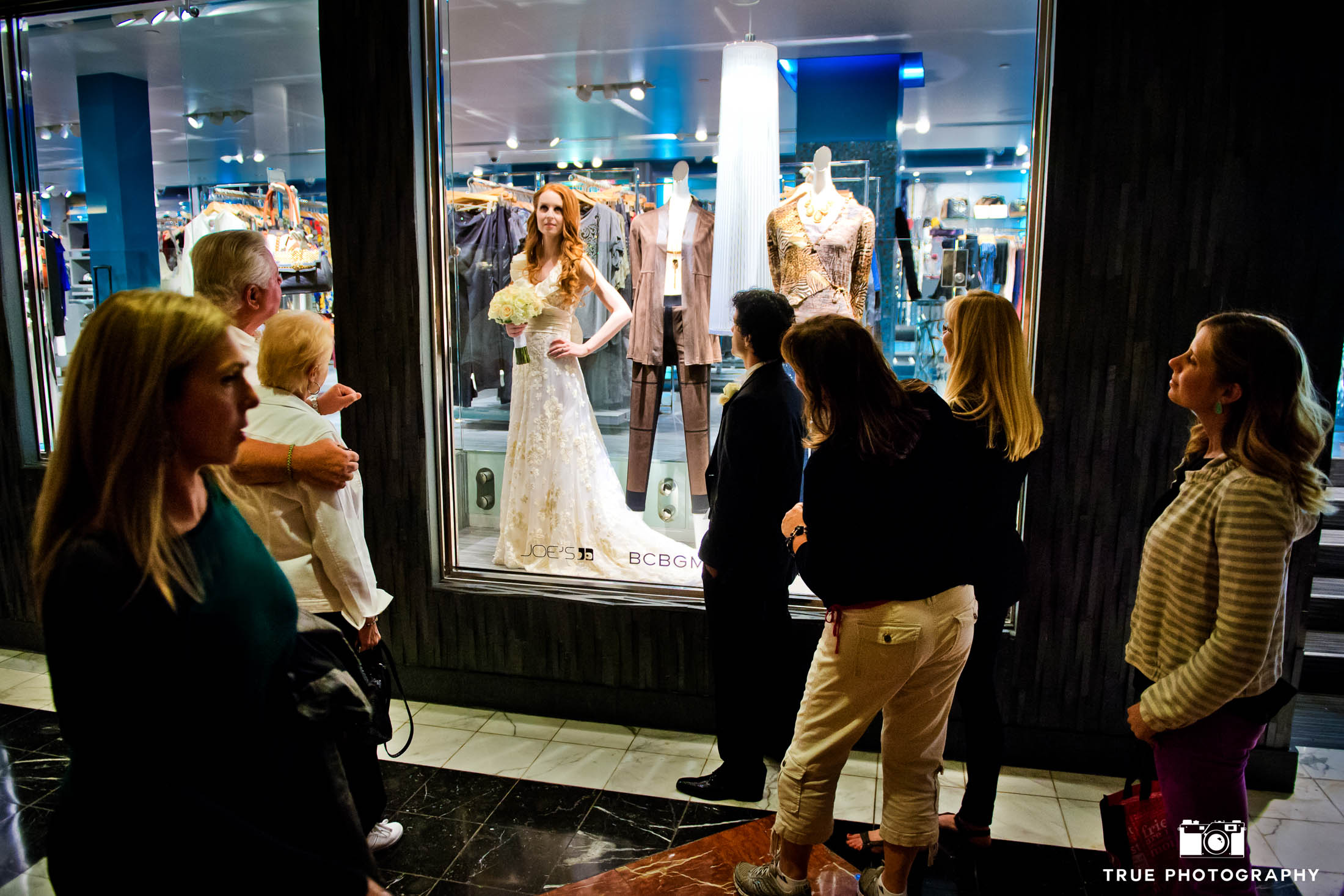 Bride pretends to be mannequin as tourists watch in Las Vegas