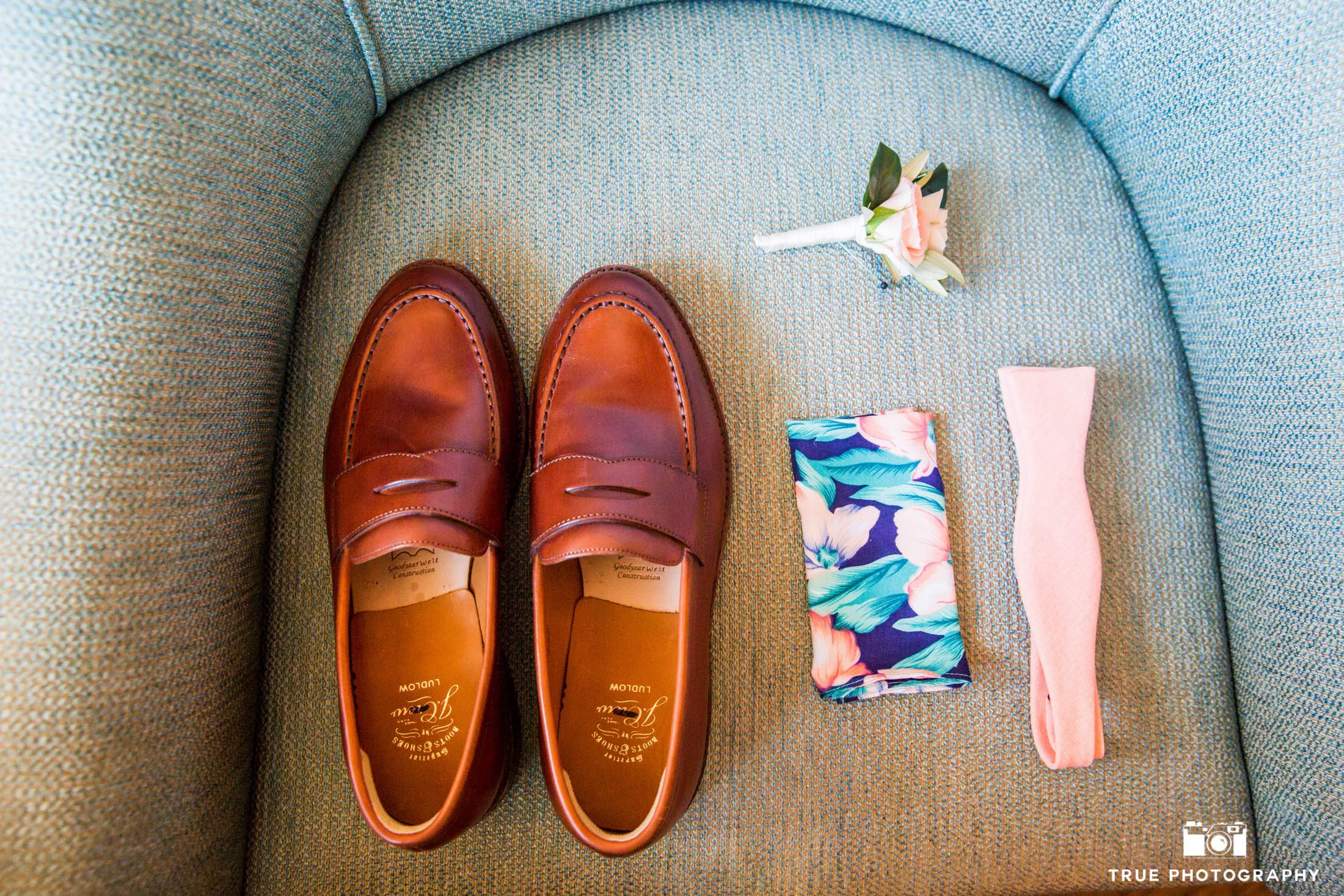 Groom shoes, bowtie and bouttonierre